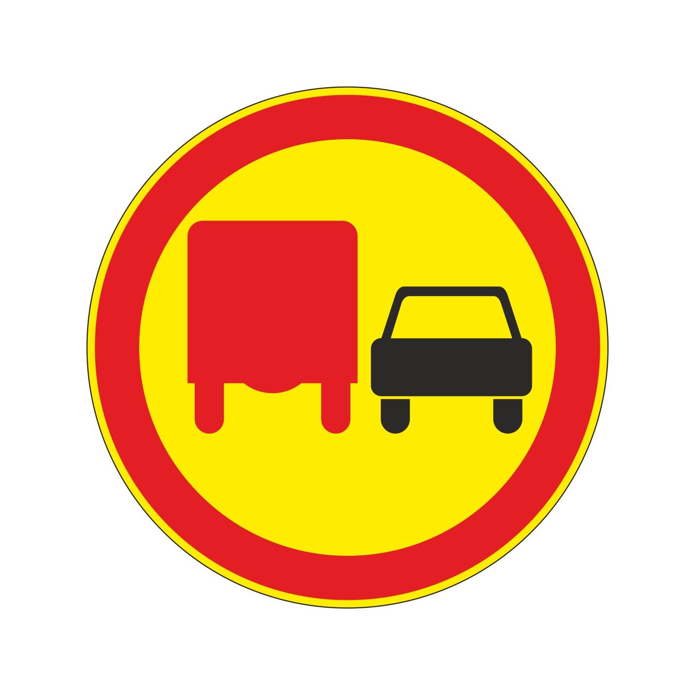 3.22 (временный) Обгон грузовым автомобилям запрещен [дорожный знак]